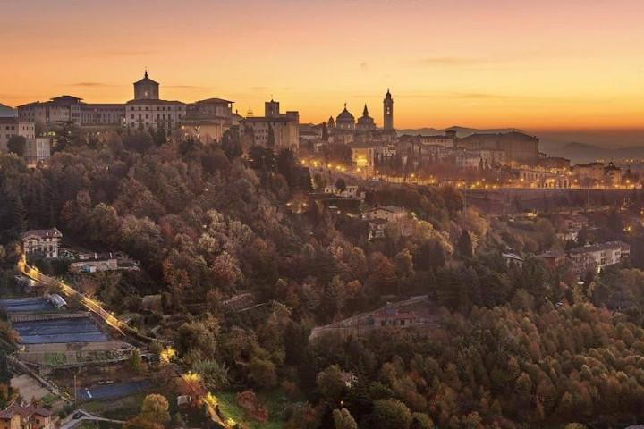 uno scorcio di Bergamo alta dalle mura