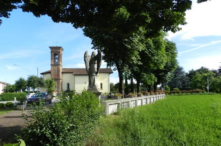 santuario della Madonna della Scopa a Osio Sotto visto dal viale degli angeli