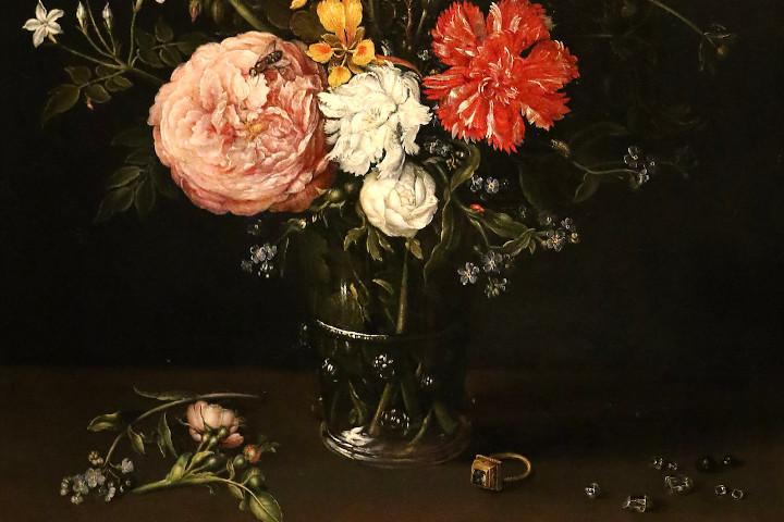 Vaso di fiori con anello e pietre preziose